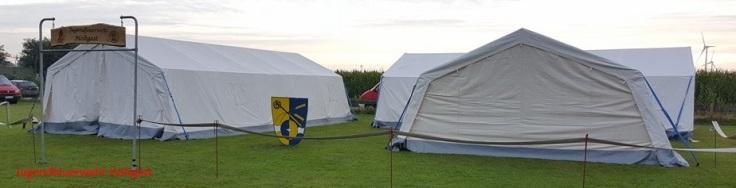 Die ersten Zelte wurden gestern Abend aufgebaut.